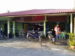 Kampong restaurant which only serves nasi kandar.